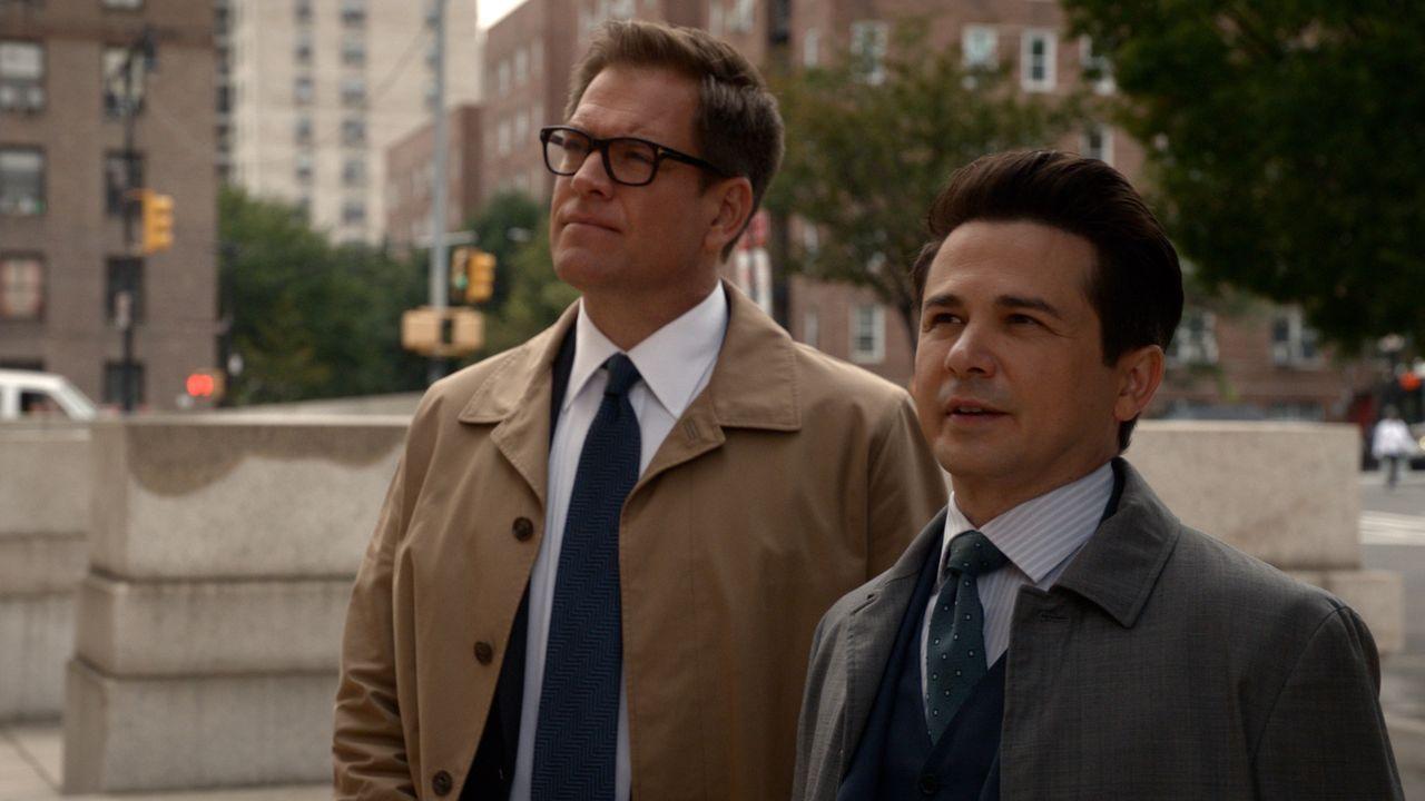 Dr. Jason Bull (Michael Weatherly, l.); Benny Colón (Freddy Rodríguez, r.) - Bildquelle: 2018 CBS Broadcasting, Inc. All Rights Reserved