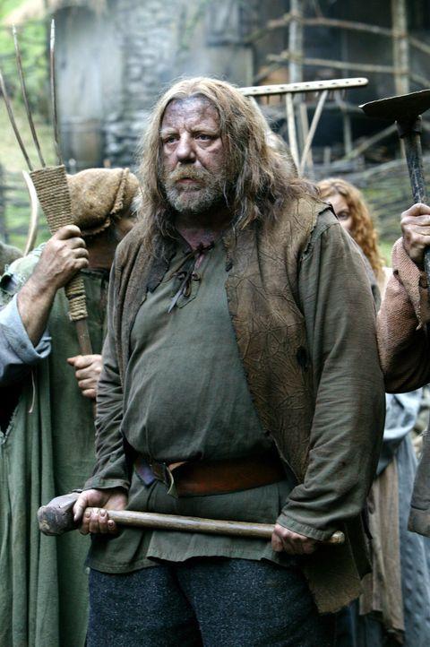 """Als sein Heimatdorf von feindlichen Mächten angegriffen wird, sieht sich Dunain (Dave """"Squatch"""" Ward) einer gewaltigen Übermacht entgegen. Da entwic... - Bildquelle: 2004 Hallmark Entertainment Distribution, LLC"""