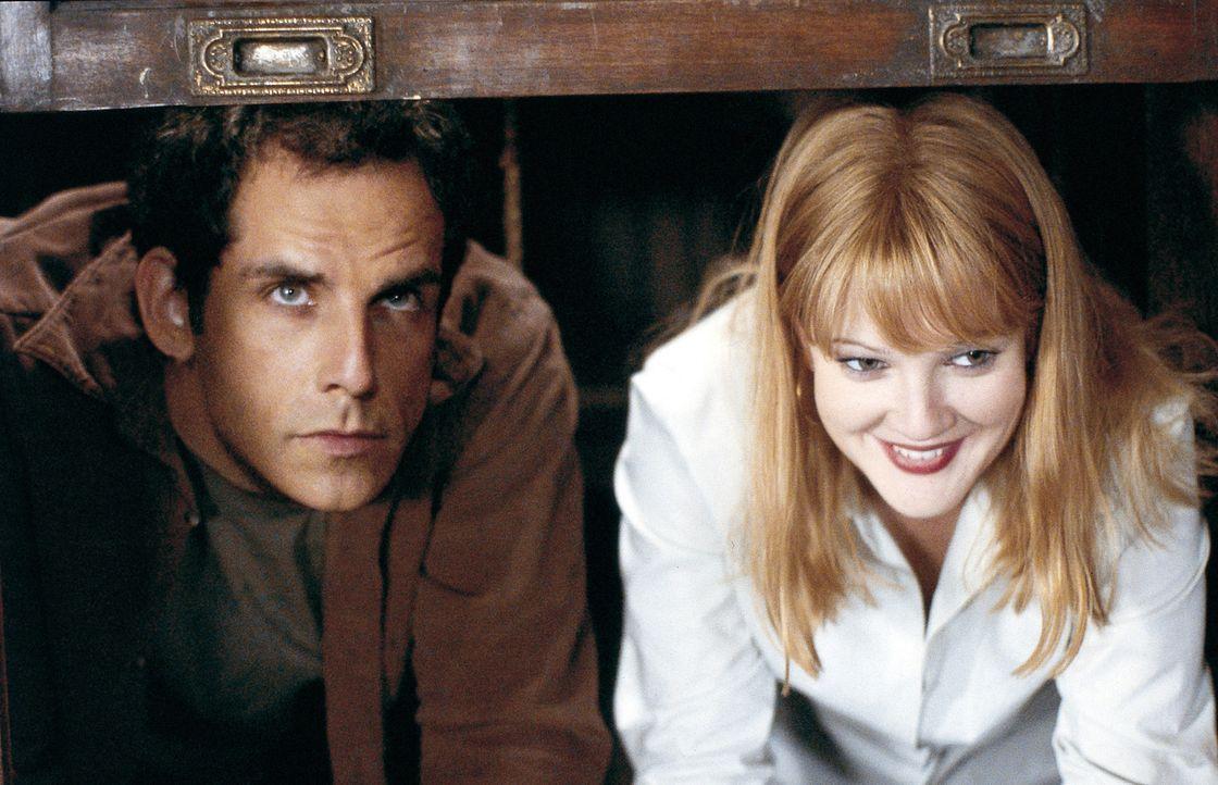 Das neue Heim beherbergt jedoch ein Detail, mit dem die neuen Besitzer, Alex (Ben Stiller, l.) und Nancy (Drew Barrymore, r.) nicht gerechnet haben:... - Bildquelle: Miramax Films.  All Rights Reserved.