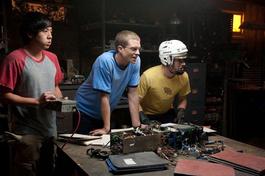 Für die Highschool-Freunde Adam (Allen Evangelista, l.), David (Jonny Weston, M.) und Quinn (Sam Lerner, r.) scheint ein Traum in Erfüllung zu gehen... - Bildquelle: 2015 Paramount Pictures. All Rights Reserved.
