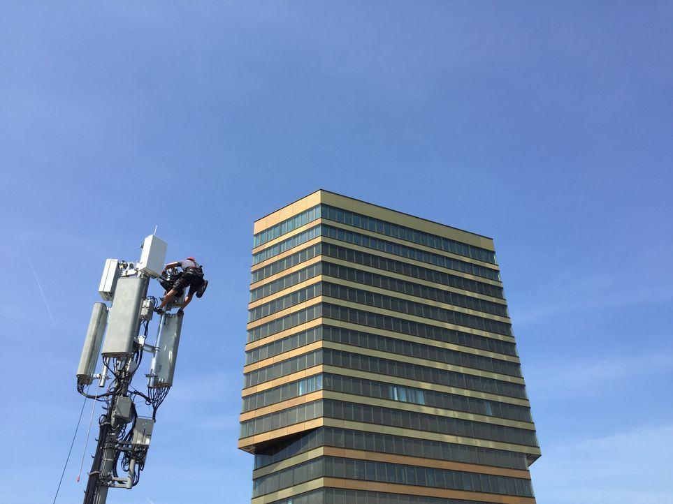 Folge 1_Hier wird eine 5G Antenne montiert 01