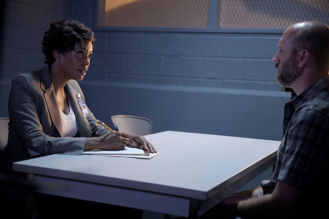 Hat Randy Nelson (Kurt Scholler, r.) etwas mit dem Mord an einer jungen Frau zu tun? Tara (Aisha Tyler, l.) und ihre Kollegen versuchen alles, um di... - Bildquelle: Cliff Lipson ABC Studios