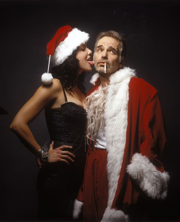 An seinem Lieblingsort, dem Kneipentresen, trifft der Gelegenheits-Weihnachtsmann Willie (Billy Bob Thornton, r.) auf die Barkeeperin Sue (Lauren Gr... - Bildquelle: 2006 Sony Pictures Television International.