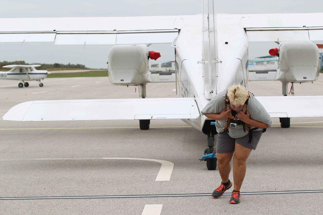 Wie wird Anja im Flugzeuge ziehen abschneiden? - Bildquelle: Enrique Cano SAT.1