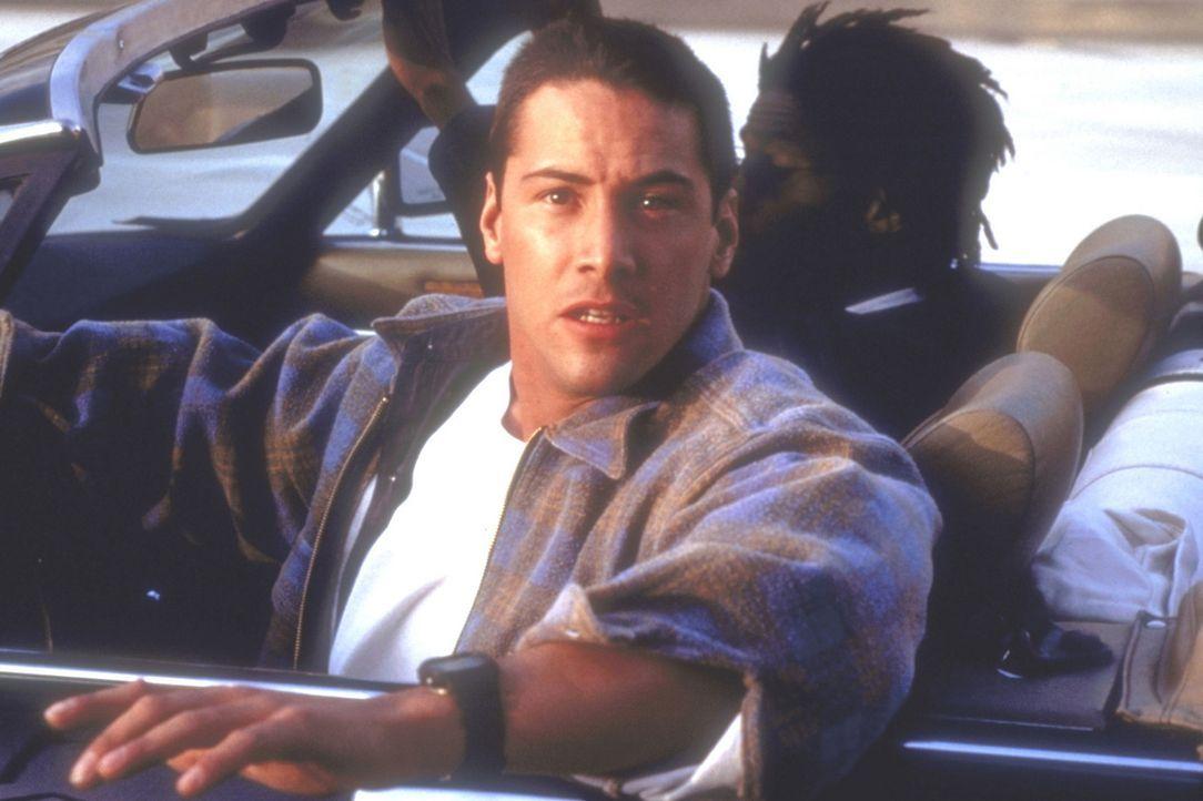 Als der junge Polizist Jack Traven (Keanu Reeves) die Businsassen vor einer, im Bus installierten Bombe warnt, bricht unter den Fahrgästen Panik au... - Bildquelle: Twentieth Century Fox of Germany
