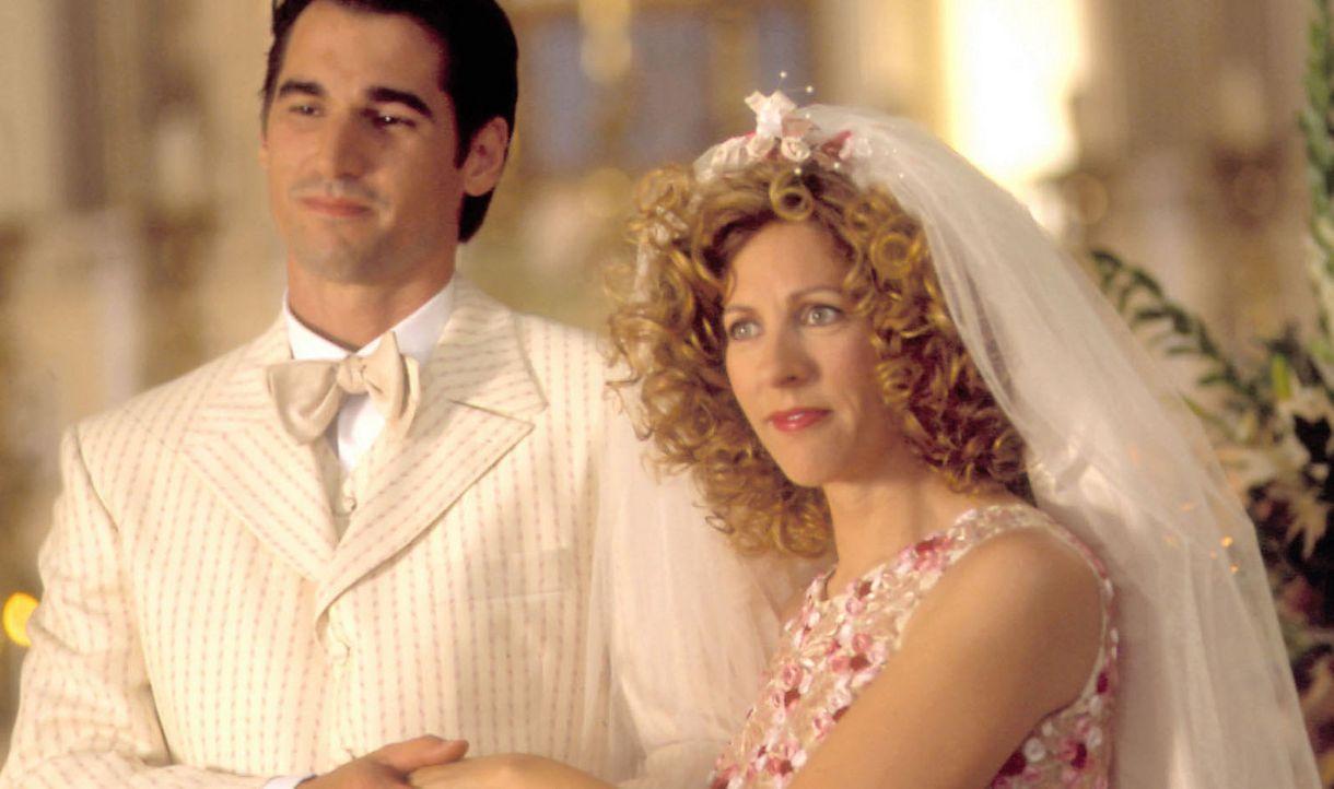 Angelo ahnt nicht, dass seine große Liebe Nino (Peter Miller, l.) heiraten wird und zwar Pina (Sophie Lorain, r.) ... - Bildquelle: Samuel Goldwyn Films