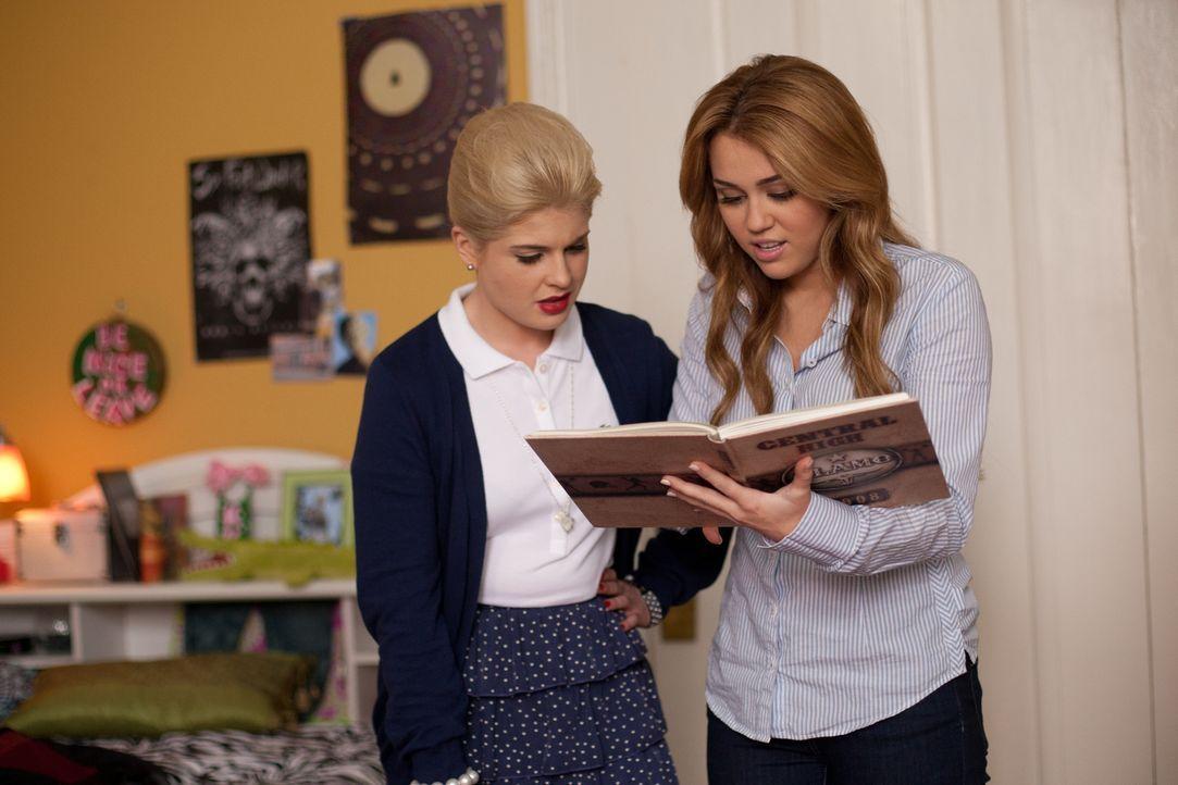 Haben beide keinen Bock auf die anderen Schwestern am Campus: Molly (Miley Cyrus, r.) und ihre Zimmergenossin Becky (Kelly Osbourne, l.) ... - Bildquelle: Saeed Adyani Bluefin Productions LLC