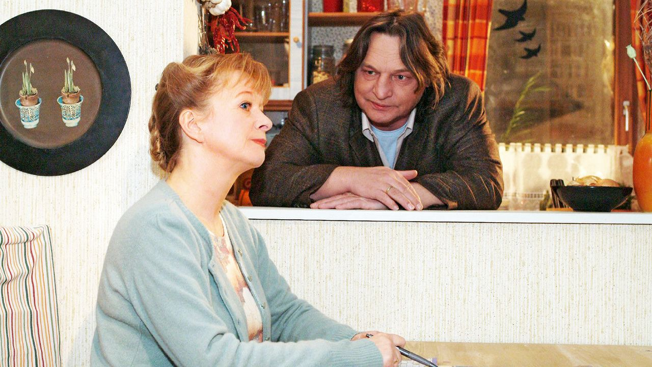 verliebt-in-berlin-folge-24-01-SAT1-Monika-Schuerle - Bildquelle: SAT.1/Monika Schürle