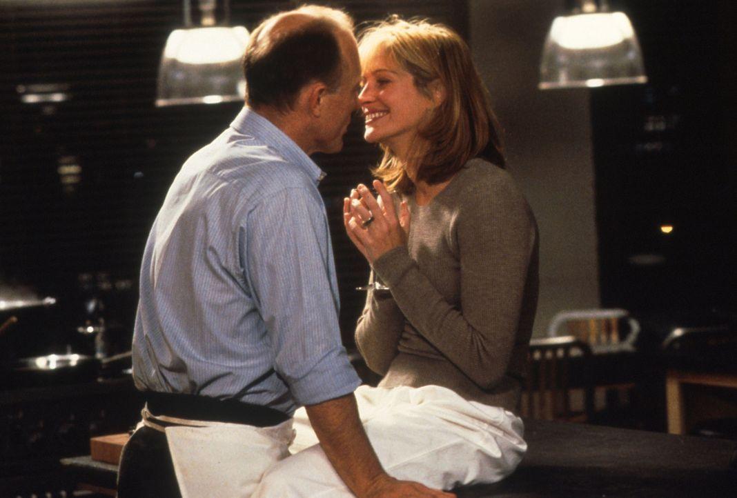 In der Gegenwart ihres Freundes Luke (Ed Harris, l.) fühlt sich Isabel (Julia Roberts, r.) pudelwohl ... - Bildquelle: Columbia Pictures