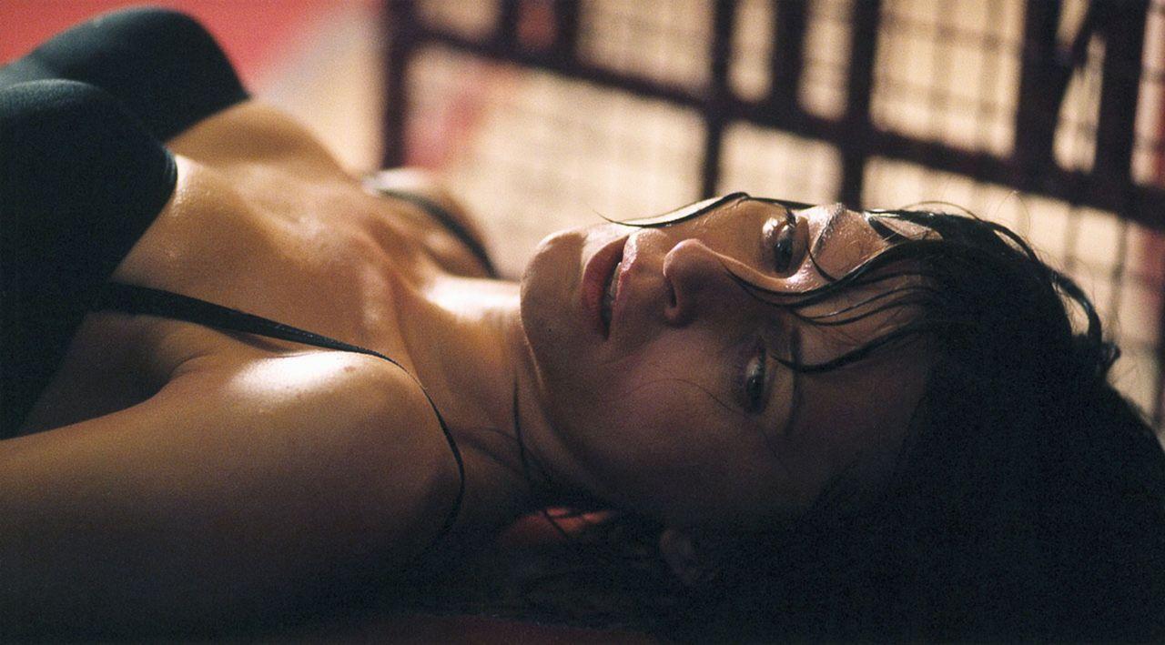 Anna Heymes (Arly Jover) wird von seltsamen Visionen heimgesucht. Da wird ihr klar, dass sie früher eine andere Identität und ein anderes Aussehen g... - Bildquelle: Tobis Film