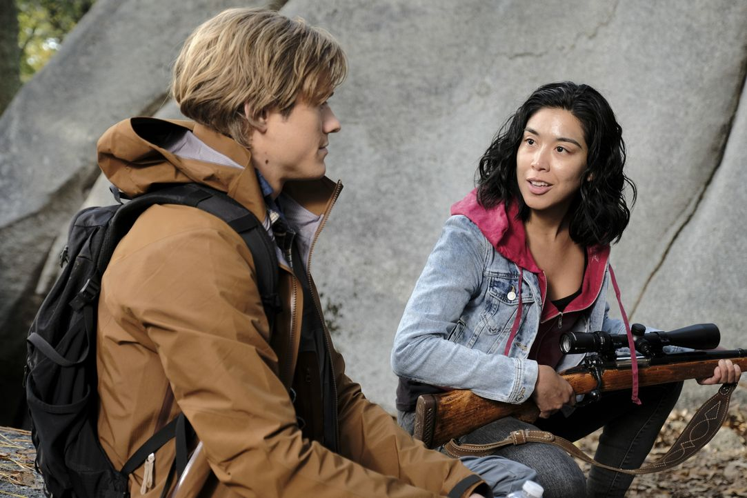 MacGyver (Lucas Till, l.); Deena (Sissi Kal, r.) - Bildquelle: Guy D'Alema 2018 CBS Broadcasting, Inc. All Rights Reserved