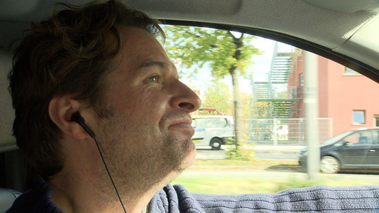 Zwei Kinder, ein neues Einfamilienhaus und nur ein Einkommen. Der 36-jährige Taxifahrer Jan hat einen Haufen Schulden. Weil er Tag und Nacht schuft... - Bildquelle: SAT.1