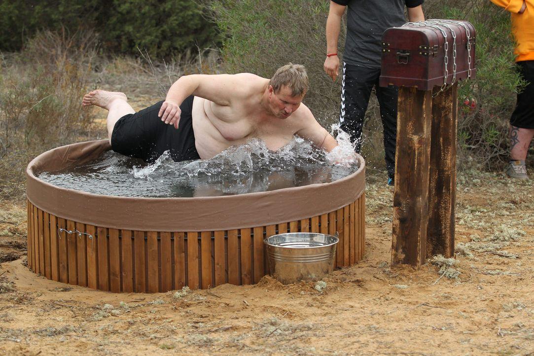 Kommt nicht daran vorbei: Auch Norbert muss zur Eiswasser Challenge antreten ... - Bildquelle: Enrique Cano SAT.1