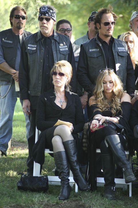 """Die Mitglieder der """"Sons of Anarchy"""" stehen nach dem Tod von Donna unter Schock ... - Bildquelle: 2008 FX Networks, LLC. All rights reserved."""
