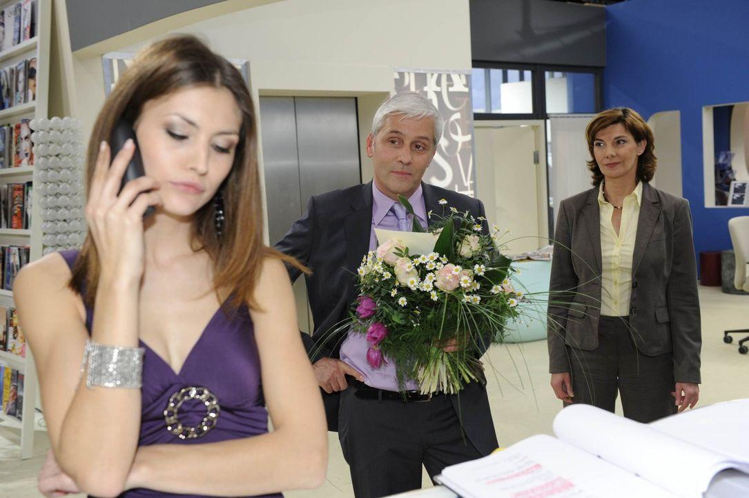 Steffi (Karin Kienzer, r.) ist überglücklich, denn Jan Maria Krone (Andreas Koess, M.) hat den Köder geschluckt. Doch was wird Jessica Kramer (Fi... - Bildquelle: SAT.1