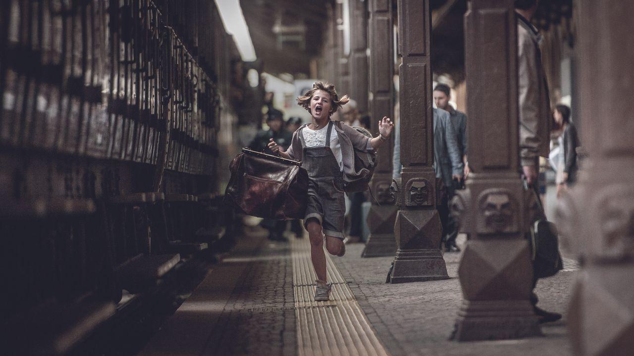 Möchte ihrem Großvater noch seinen größten Wunsch erfüllen: Tilda (Emma Schweiger) ... - Bildquelle: Gordon Timpen 2014 barefoot films GmbH, SevenPictures Film GmbH, Warner Bros. Entertainment GmbH. All rights reserved.