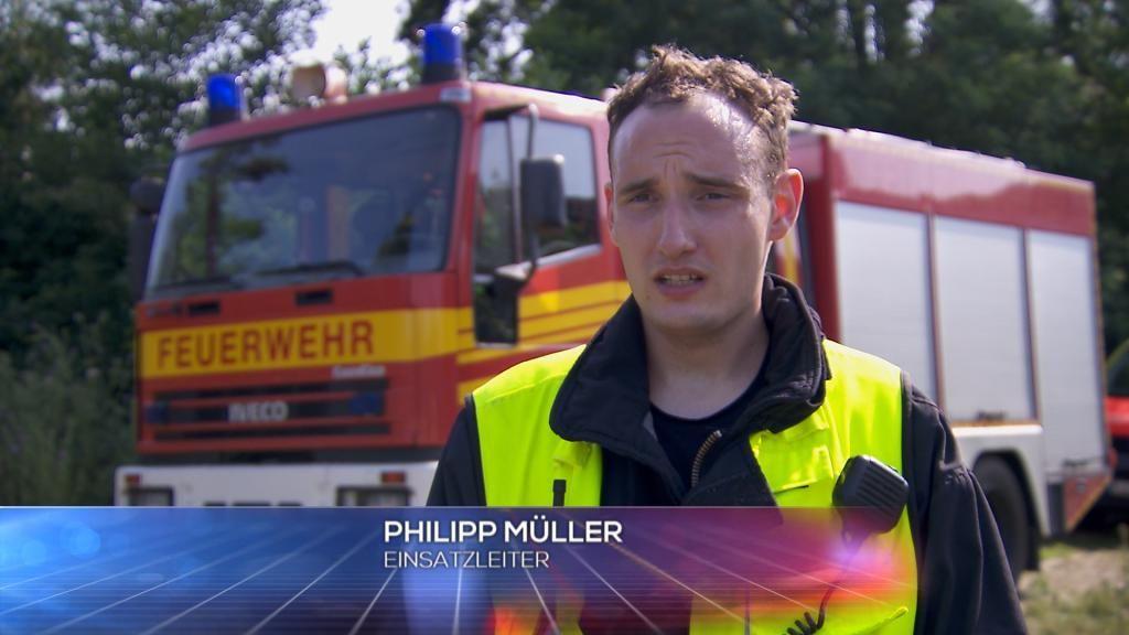 FW - Einsatzleiter Philipp M++ller - Bildquelle: SAT.1