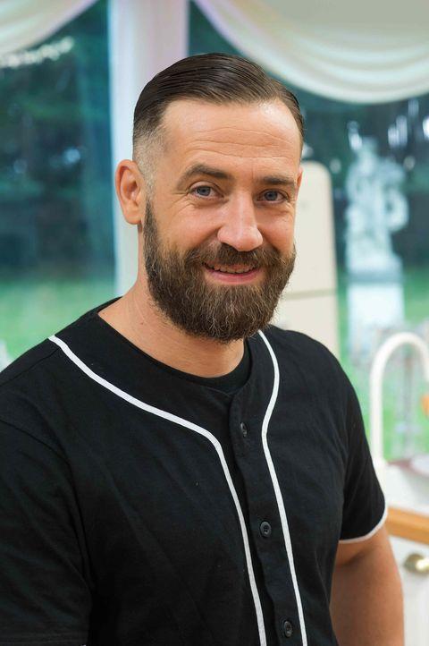 """Stellt sein Back-Talent bei """"Das große Backen - Promispezial"""" unter Beweis: Bürger Lars Dietrich ... - Bildquelle: Claudius Pflug SAT.1"""