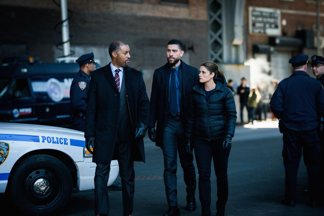 ASAC Tom Andrews (Dion Graham, l.); Omar Adom OA Zidan (Zeeko Zaki, Mitte); Maggie Bell (Missy Peregrym, r.) - Bildquelle: Michael Parmelee 2019 CBS Broadcasting, Inc. All Rights Reserved / Michael Parmelee