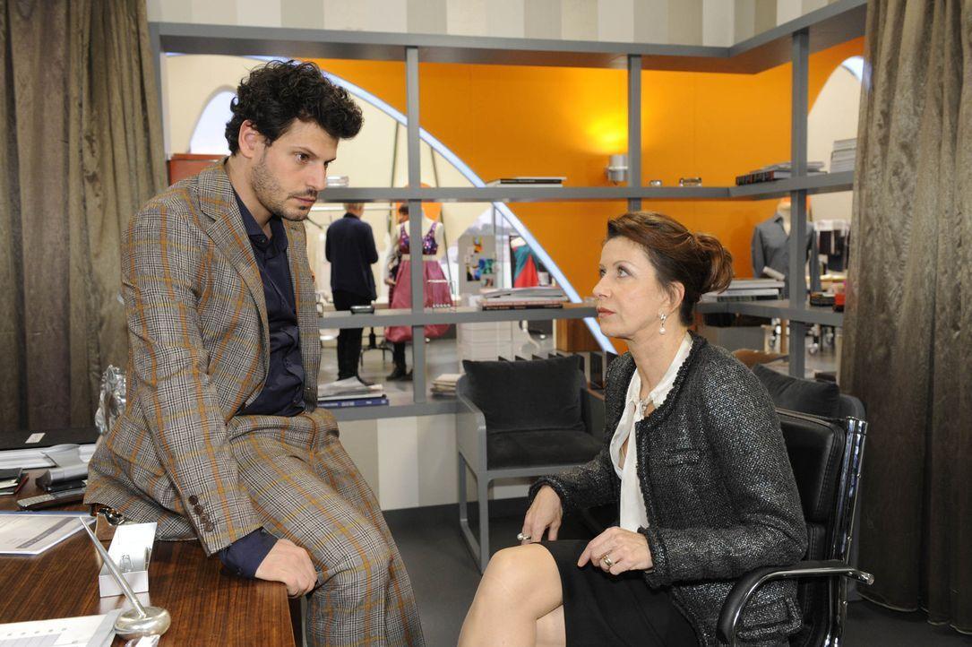 Kann Luca (Manuel Cortez, l.) noch etwas für Nina tun, nachdem Lindenberg, der die Bitte seiner Frau (Patrizia Moresco, r.), Nina doch zu verzeihen... - Bildquelle: SAT.1
