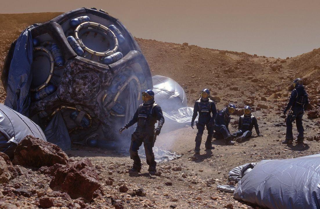 Commander Bowman bleibt an Bord des Raumschiffes, nur die fünf Männer landen mit einem Shuttle auf dem Mars: (v.l.n.r.) Dr. Quinn Burchenal (Tom Siz... - Bildquelle: Warner Bros. Entertainment Inc.