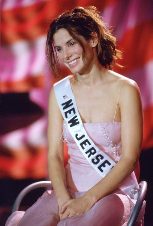 """Als """"Miss New Jersey"""" ermittelt FBI-Agentin Gracie Hart (Sandra Bullock) undercover bei der Miss America Wahl ... - Bildquelle: 2000. Warner Brothers International Television Distribution Inc."""
