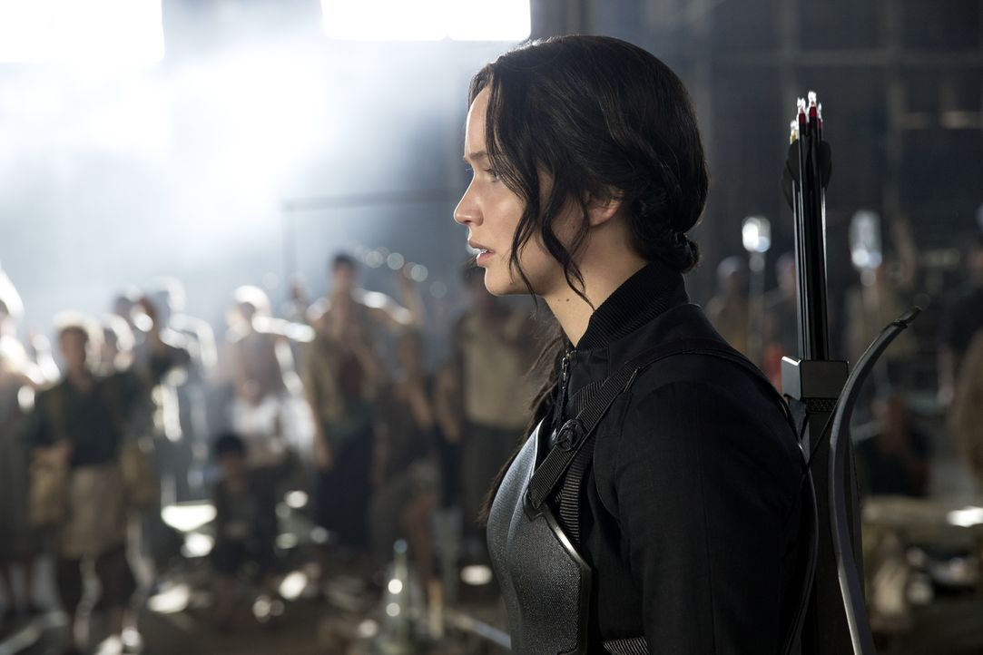 Die tapfere Kämpferin Katniss (Jennifer Lawrence) ist bereit, alles zu riskieren, denn es gilt, das Leben ihres Freundes Peeta zu retten ... - Bildquelle: Murray Close TM &   2014 Lions Gate Entertainment Inc. All rights reserved.