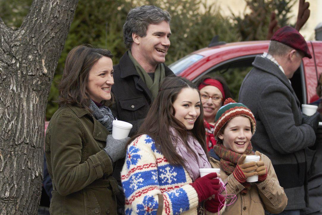 Die Familie Baxter (v.l.n.r: Jodelle Ferland, Ellie Harvie, Doug Murray, Christian Martyn) muss kurz vor Weihnachten einigen Trubel überstehen. Kkön... - Bildquelle: 2012 Twentieth Century Fox Film Corporation.  All rights reserved.