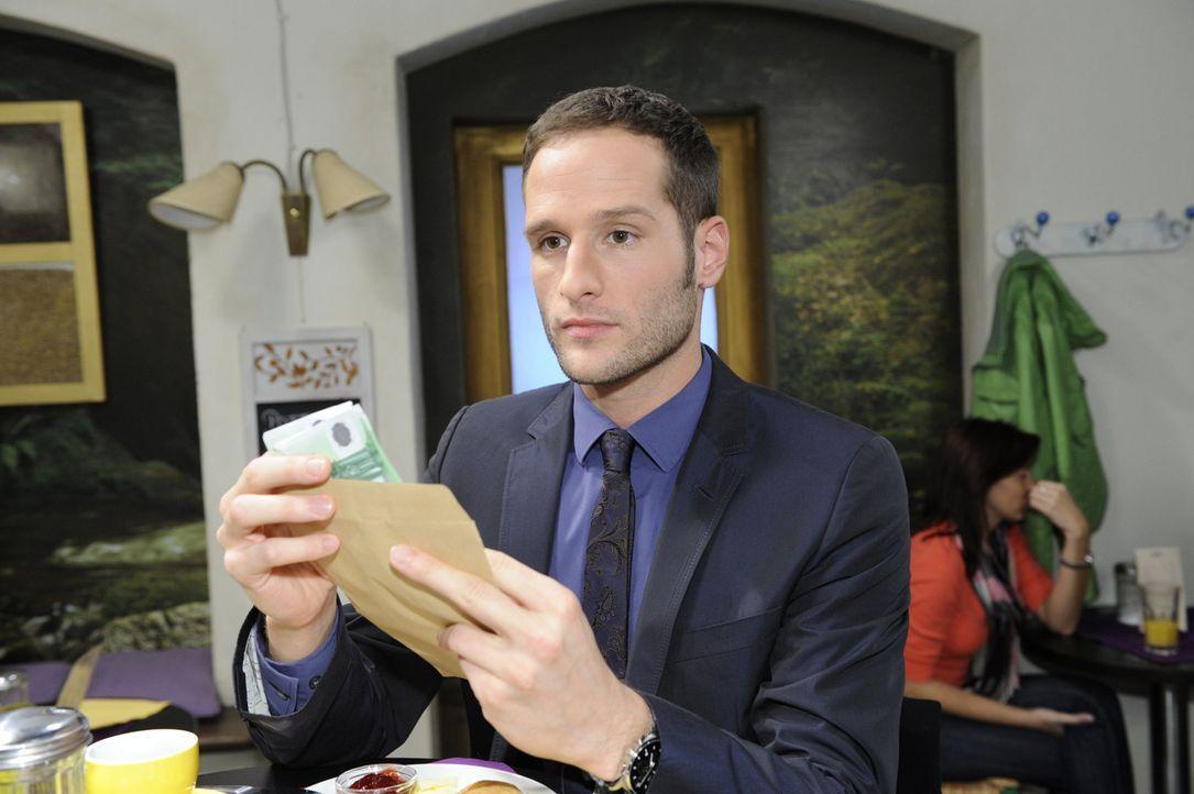 Mia überrascht David (Lee Rychter) mit der Begleichung seiner Forderungen ... - Bildquelle: SAT.1