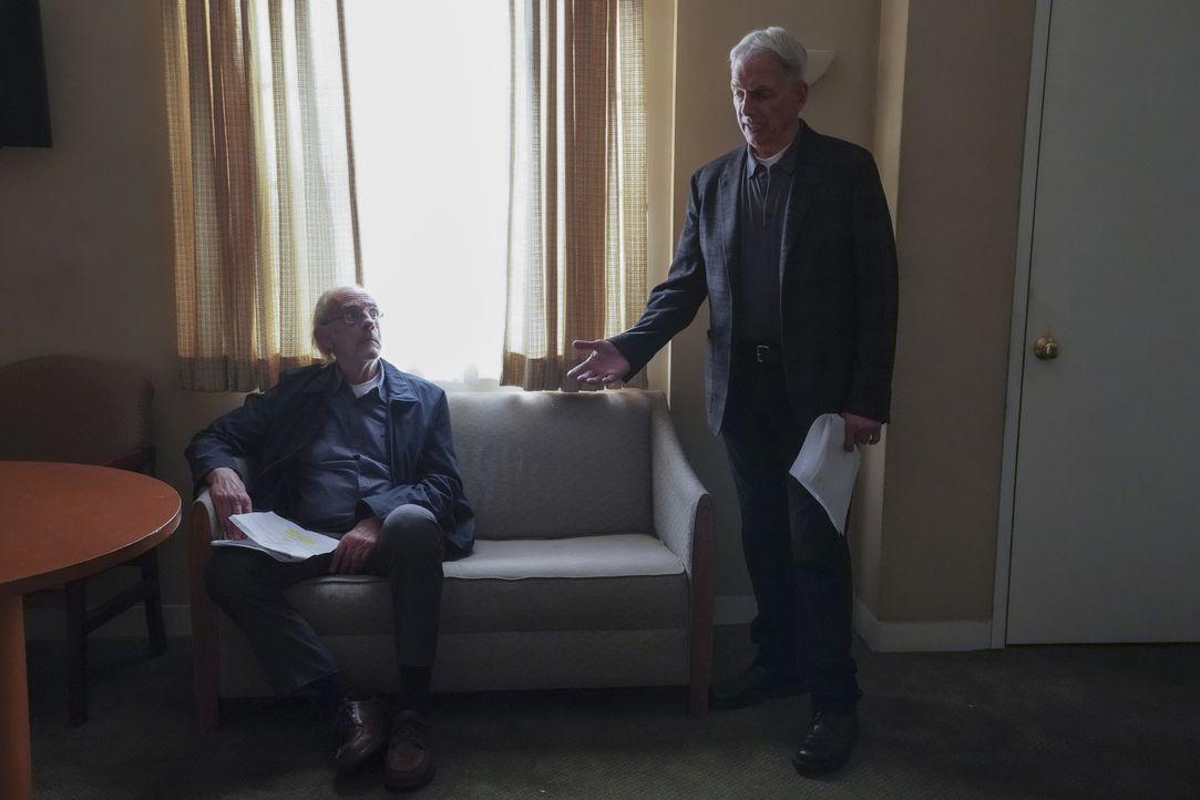 Joe Smith (Christopher Lloyd, l.); Leroy Jethro Gibbs (Mark Harmon, r.) - Bildquelle: Michael Yarish 2019 CBS Broadcasting Inc. All Rights Reserved. / Michael Yarish