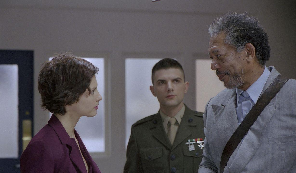 Gemeinsam machen sich Claire (Ashley Judd, l.), der junge Truppenanwalt Leutnant Terrence Embry (Adam Scott, M.) und der ehemalige Starverteidiger C... - Bildquelle: 20th Century Fox Film Corporation