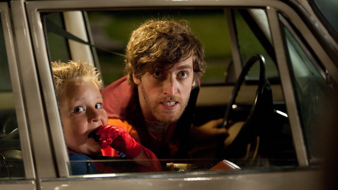 Wird Fuzzy (Thomas Middleditch, r.) den kleinen Albert (Jackson Nicoll, l.) wirklich für seinen Plan missbrauchen? - Bildquelle: (2014) Paramount Pictures. All Rights Reserved.
