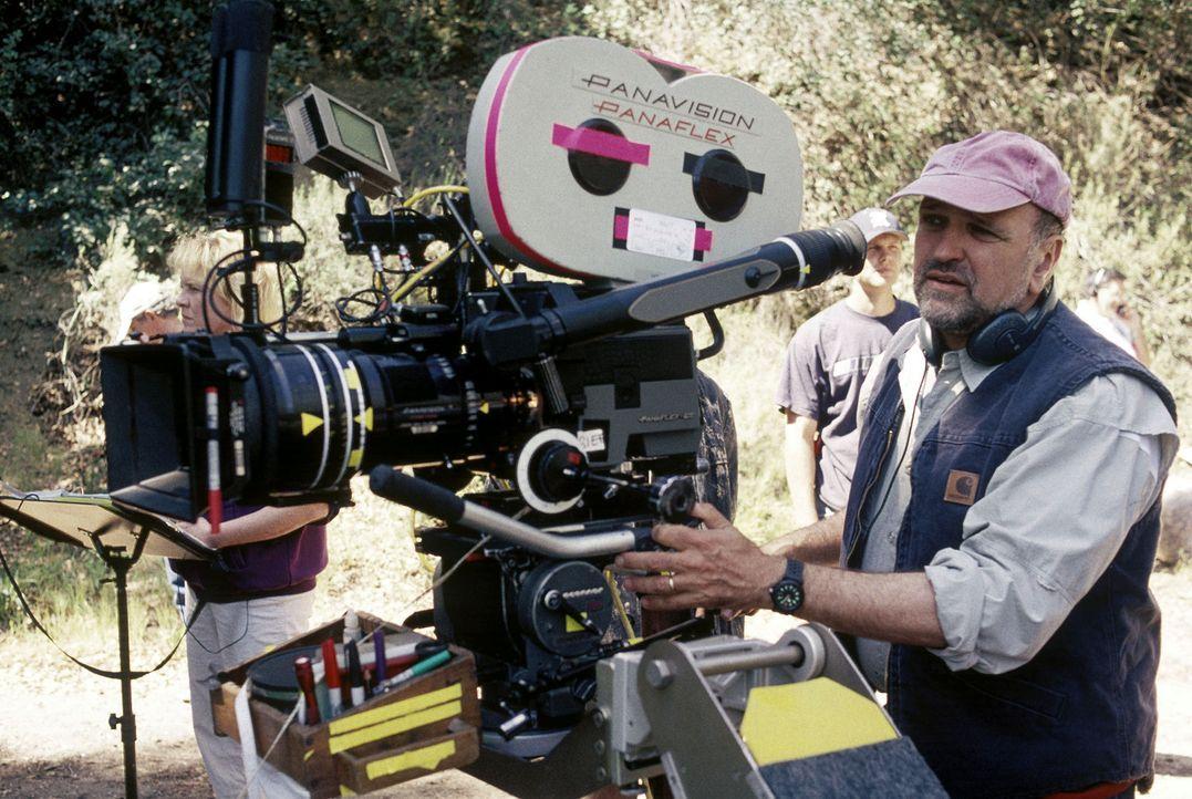 """Regisseur Andrew Davis hat während der Dreharbeiten zu """"Das Geheimnis von Green Lake"""" alles im Griff. - Bildquelle: Buena Vista Pictures Distribution"""