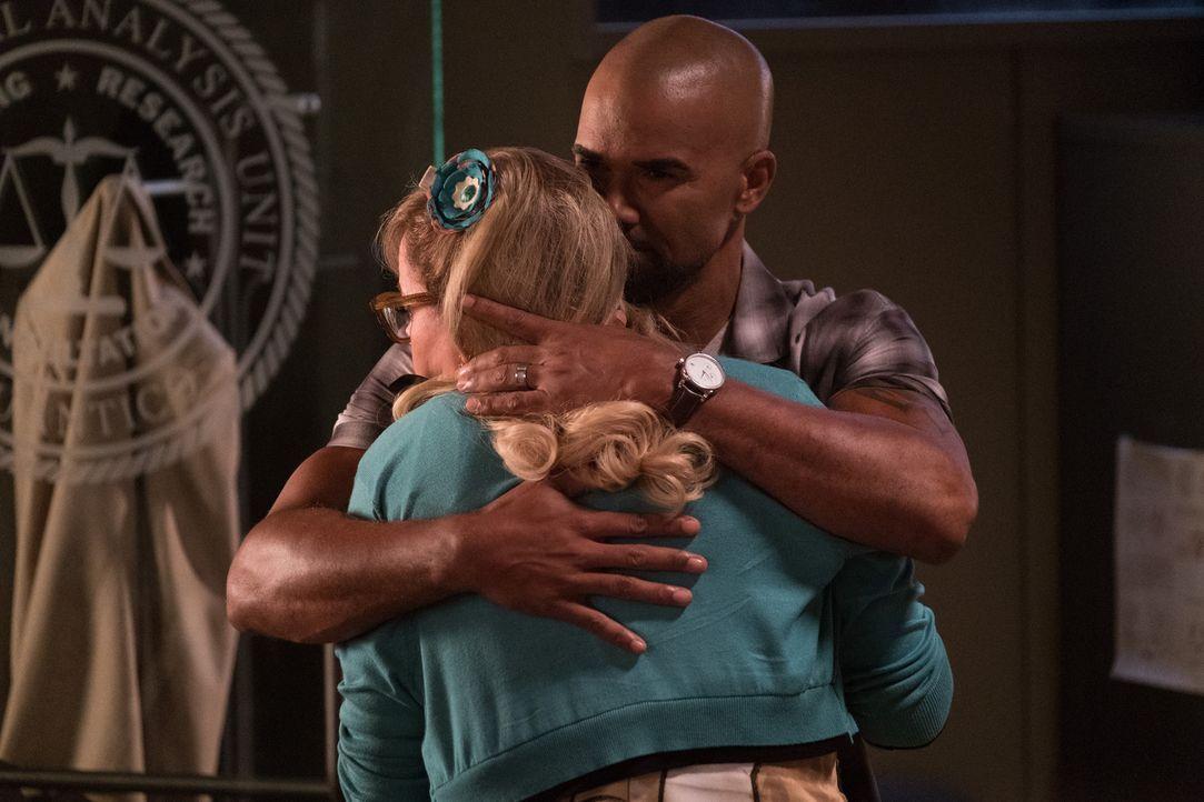 Garcia (Kirsten Vangsness, l.) wird mit einem Fall aus ihrer Vergangenheit konfrontiert. Um die vergangenen Erlebnisse zu verarbeiten, erhält sie em... - Bildquelle: ABC Studios