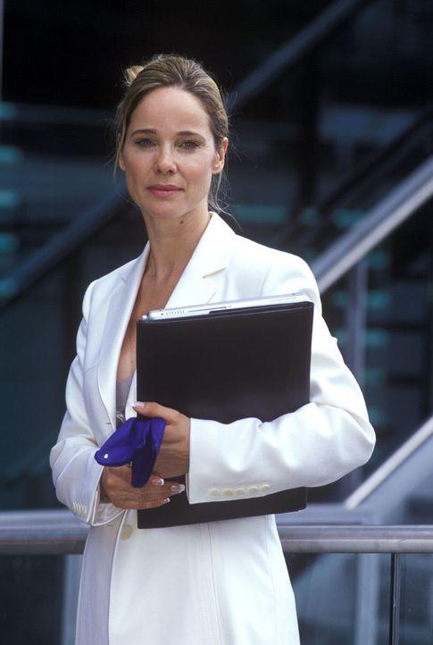 Maria-Luise Wagner (Ann-Kathrin Kramer) ist eine toughe Vermögensberaterin, für die nur ihr karriereorientiertes Designer-Taschen-Leben zählt ... - Bildquelle: Sat.1