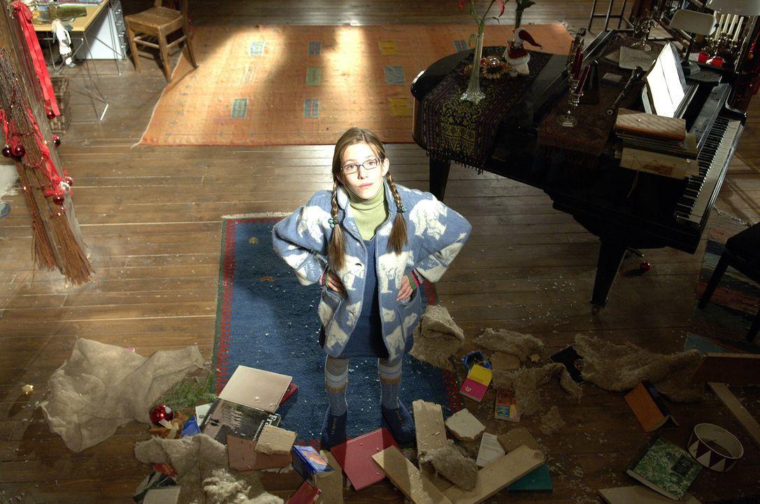 Kann nicht fassen, wer oder was gerade durch die Wohnzimmerdecke geplumst ist: Kiki Wagner (Sarah Beck) ... - Bildquelle: Buena Vista International Television