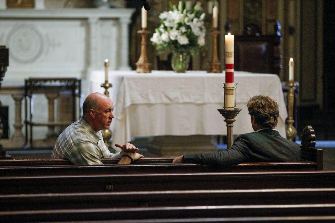 Was hat Gale Bertram (Michael Gaston, l.) mit Jane (Simon Baker, r.) vor? - Bildquelle: Warner Bros. Television
