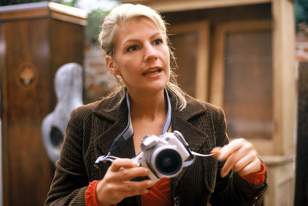 Unverhofft trifft Clara (Sophie Schütt) bei einer Fotoreportage ihren Traumprinzen wieder. - Bildquelle: Sat.1