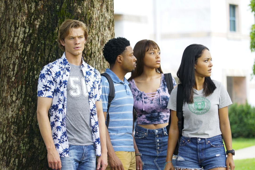 (v.l.n.r.) MacGyver (Lucas Till); Wilt Bozer (Justin Hires); Leanna Martin (Reign Edwards); Riley Davis (Tristin Mays) - Bildquelle: Annette Brown 2018 CBS Broadcasting, Inc. All Rights Reserved.