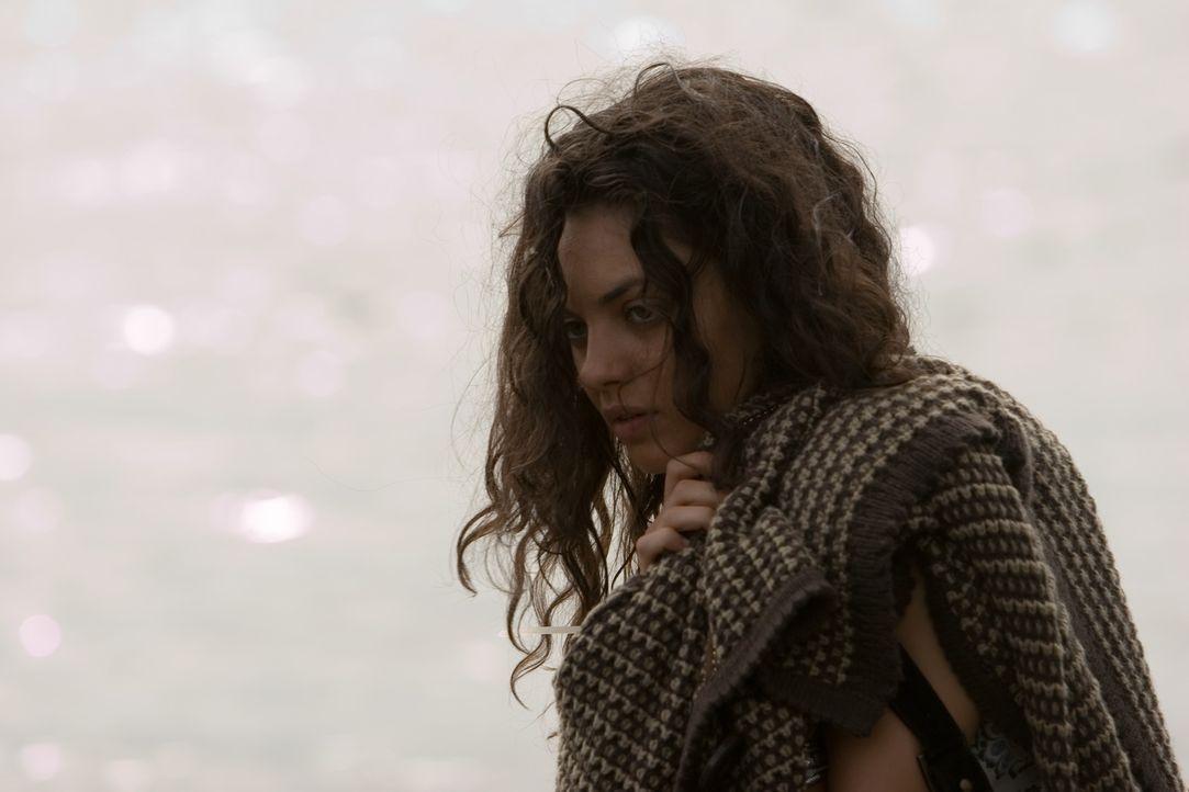 Im Auftrag ihrer Mutter und ihres arroganten Stiefvaters Karl wird Sophie (Mila Kunis) auf eine Fijii-Insel verschleppt. Dort inhaftiert man sie in...