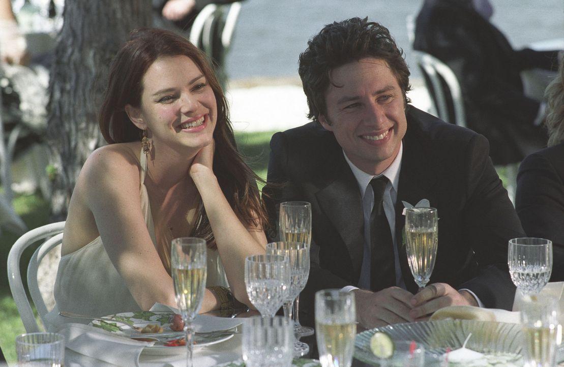Glückliches Paar: Michael (Zach Braff, r.) und Jenna (Jacinda Barrett, l.) erwarten ein Baby. Doch dann gerät Michael in eine Sinnkrise und zerst - Bildquelle: DreamWorks Pictures