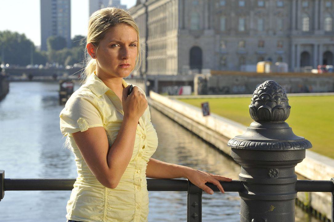 Anna (Jeanette Biedermann) verabschiedet sich von ihrer Liebe zu Jonas ... - Bildquelle: Sat.1