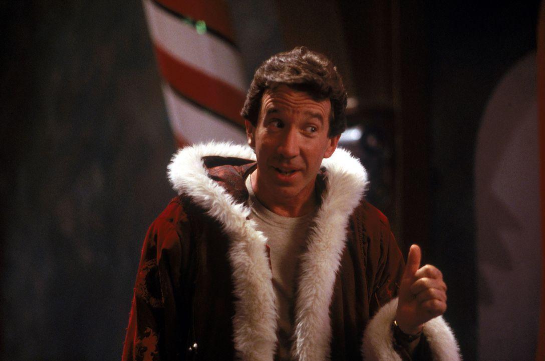 Als der amtierende Santa Claus fällt vom Dach, soll Werbefachmann Scott Calvin (Tim Allen) dessen Arbeit übernehmen. Scott will aber partout nicht... - Bildquelle: Buena Vista Pictures
