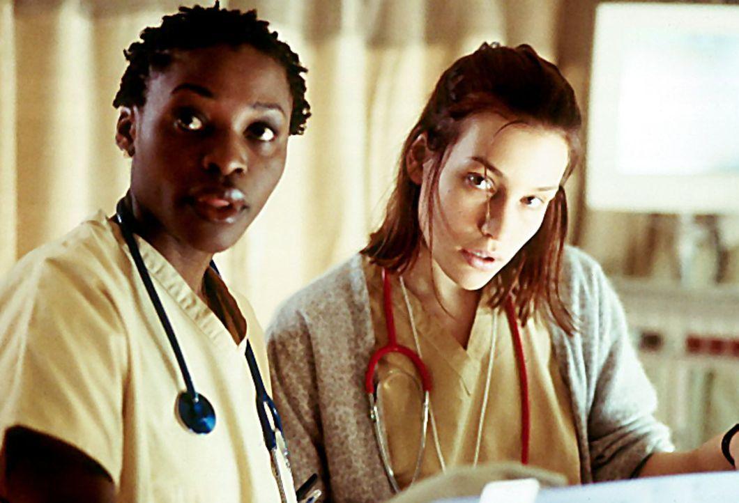 Zwei Jahre zuvor: Anna (Piper Perabo, r.) ist eine Ärztin. Sie droht Simon, ihn als Mörder zu entlarven ... - Bildquelle: Miramax Films