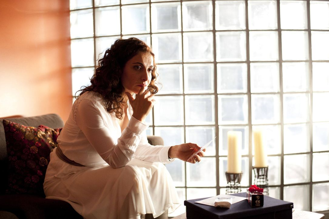 Ohne Mick die Chance zu geben, sein Verhalten zu erklären, beendet Tanja (Proschat Madani) die Beziehung zu ihm - und leidet ? - Bildquelle: SAT.1