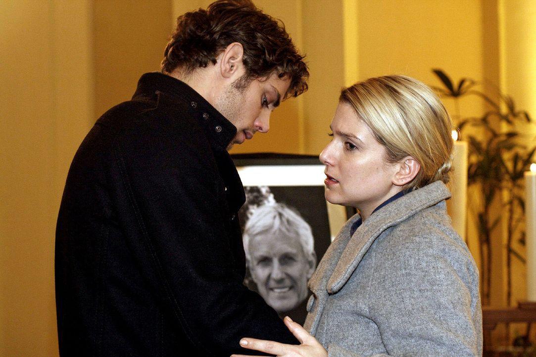 Jonas (Roy Peter Link, l.) und Anna (Jeanette Biedermann, r.) halten immer zusammen ... - Bildquelle: SAT.1