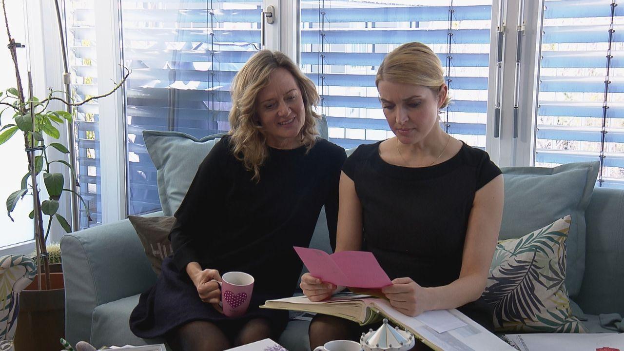 Iris Schulze (Monika Maria Herzing, l.); Amelie Schulze (Christina Fliether, r.) - Bildquelle: SAT.1