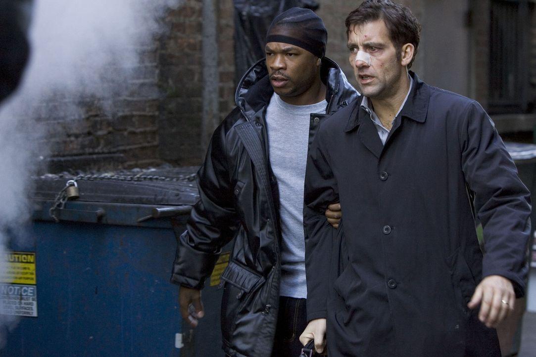 Nach und nach kommt Charles (Clive Owen, r.) den Gangstern auf die Spur - und gerät dabei an Dexter (Xzibit, l.), einen der Handlanger von LaRoche u... - Bildquelle: Bill Kaye, Chuck Hodes, Ollie Upton Miramax Films All rights reserved