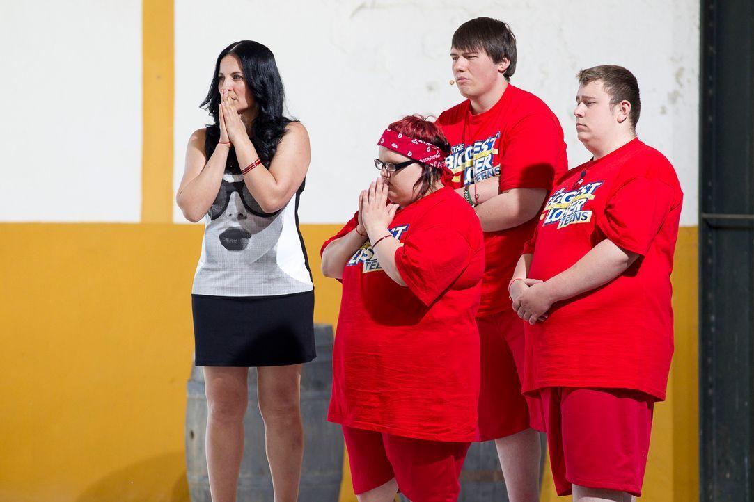 Für (v.l.n.r.) Silke Kayadelen und ihr Team, Laura-Marie, Patrick und Kevin, beginnt auf der Waage das große Zittern. - Bildquelle: Enrique Cano SAT.1