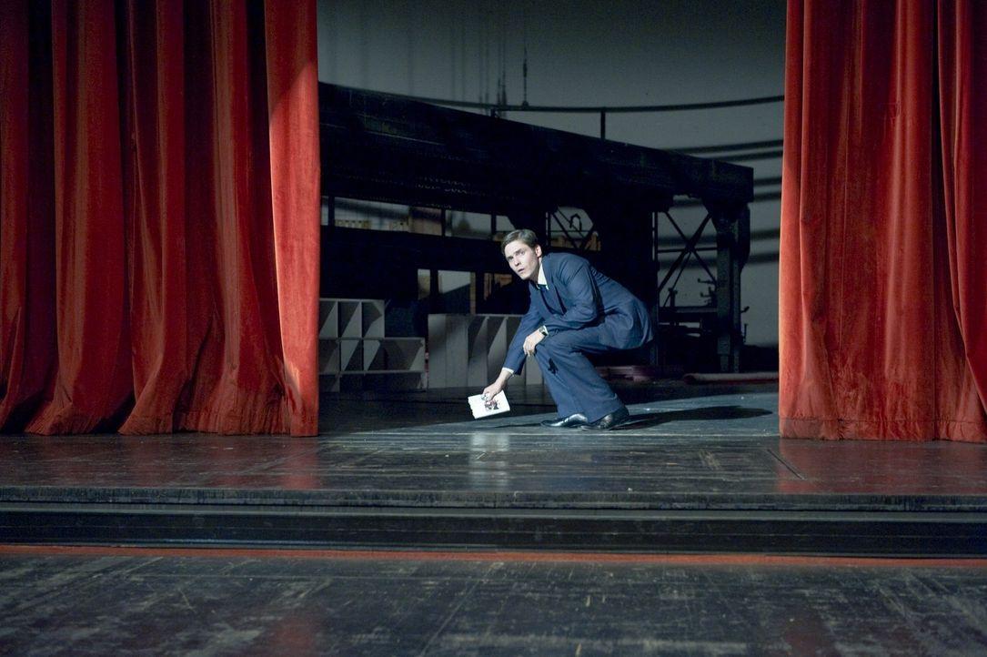 Der schüchterne Kellner David (Daniel Brühl) wird zum Medienstar, mit einem Buch, das er gar nicht geschrieben hat ... - Bildquelle: Warner Brothers